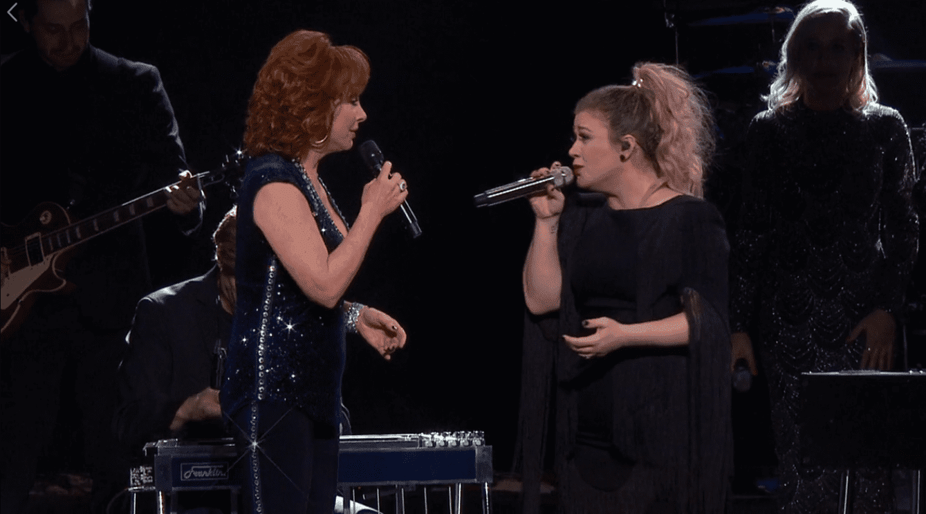 Kelly Clarkson and Reba McEntire in Nashville, Tennessee on March 29, 2019 | Photo: Facebook/Kelly Clarkson