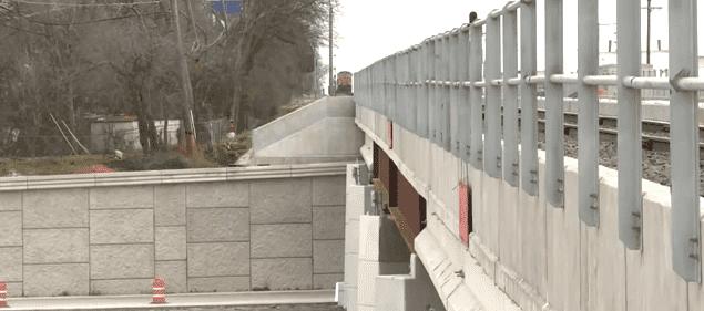 Die Autobahnüberführung   Quelle: YouTube /CBS NEWS