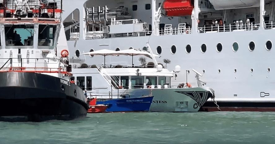 Un des remorqueurs à côté du bateau fluvial de la Comtesse et du paquebot de croisière MSC Opera | Photo : Blogue Croisières et voyages