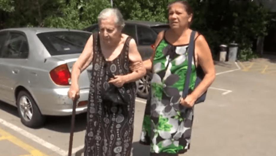Paquita y su hija, María Vargas, fueron desalojadas de su vivienda en Barcelona, España. | Imagen: YouTube/Vaya Noticias