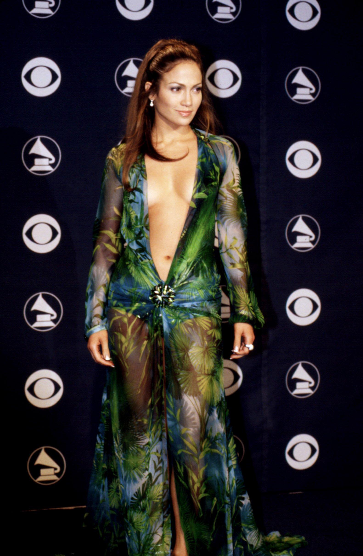 Jennifer López en su paso por la alfombra roja de los Premios Grammy, año 2000. | Imagen: Shutterstock