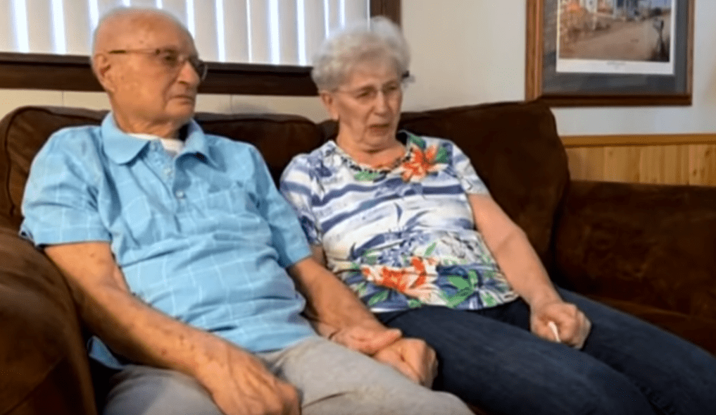 Beverley and Jerry Lindell during an interview at their home, as shown in the video posted to YouTube on April 1, 2020. | Photo: YouTube/KARE 11