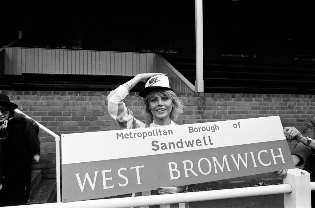 Britt Ekland trains with Wolverhampton Wanderers F.C, 22nd November 1979.   Photo: Getty Images