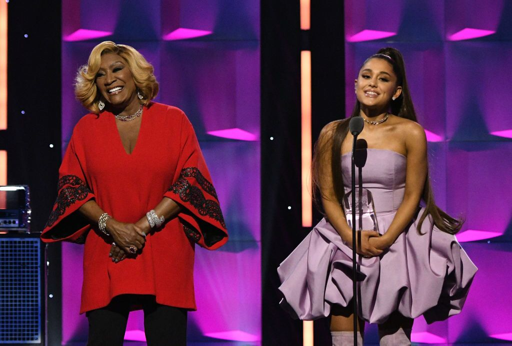 Patti LaBelle standing alongside Ariana Grande | Source: Getty Images/GlobalImagesUkraine