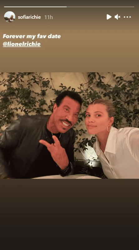 Sofia Richie with her father, Lionel Richie during their father-daughter date. | Photo: instagram.com/sofiarichie