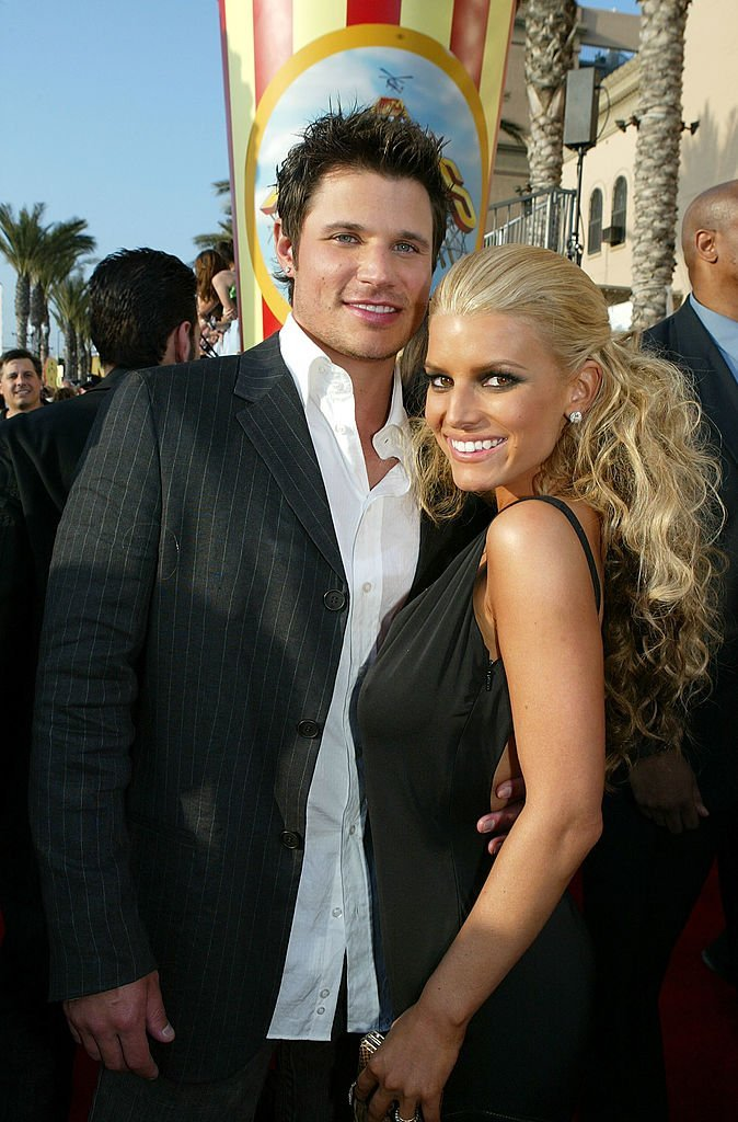 Nick Lachey and wife Jessica Simpson arrive to the 2005 MTV Movie Awards at the Shrine Auditorium June 4, 2005, in Los Angeles, California. | Source: Getty Images.