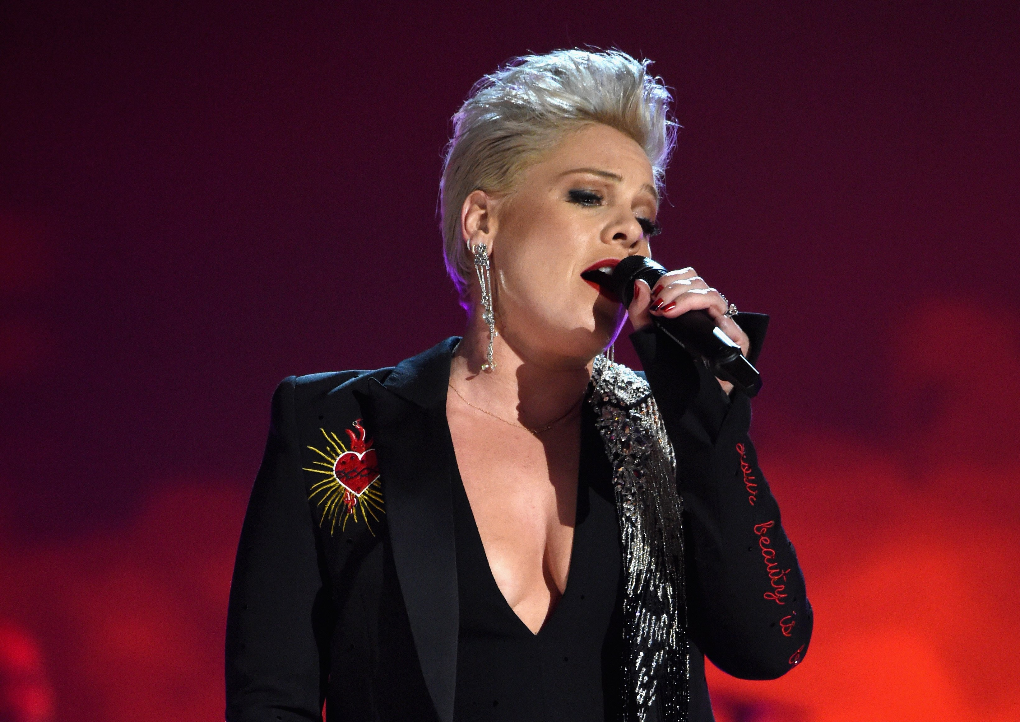 """Pink sings """"Jolene"""" as a tribute to country music icon Dolly Parton at the 2019 MusiCares Person of the Year event in Los Angeles, California.   Photo: Getty Images"""