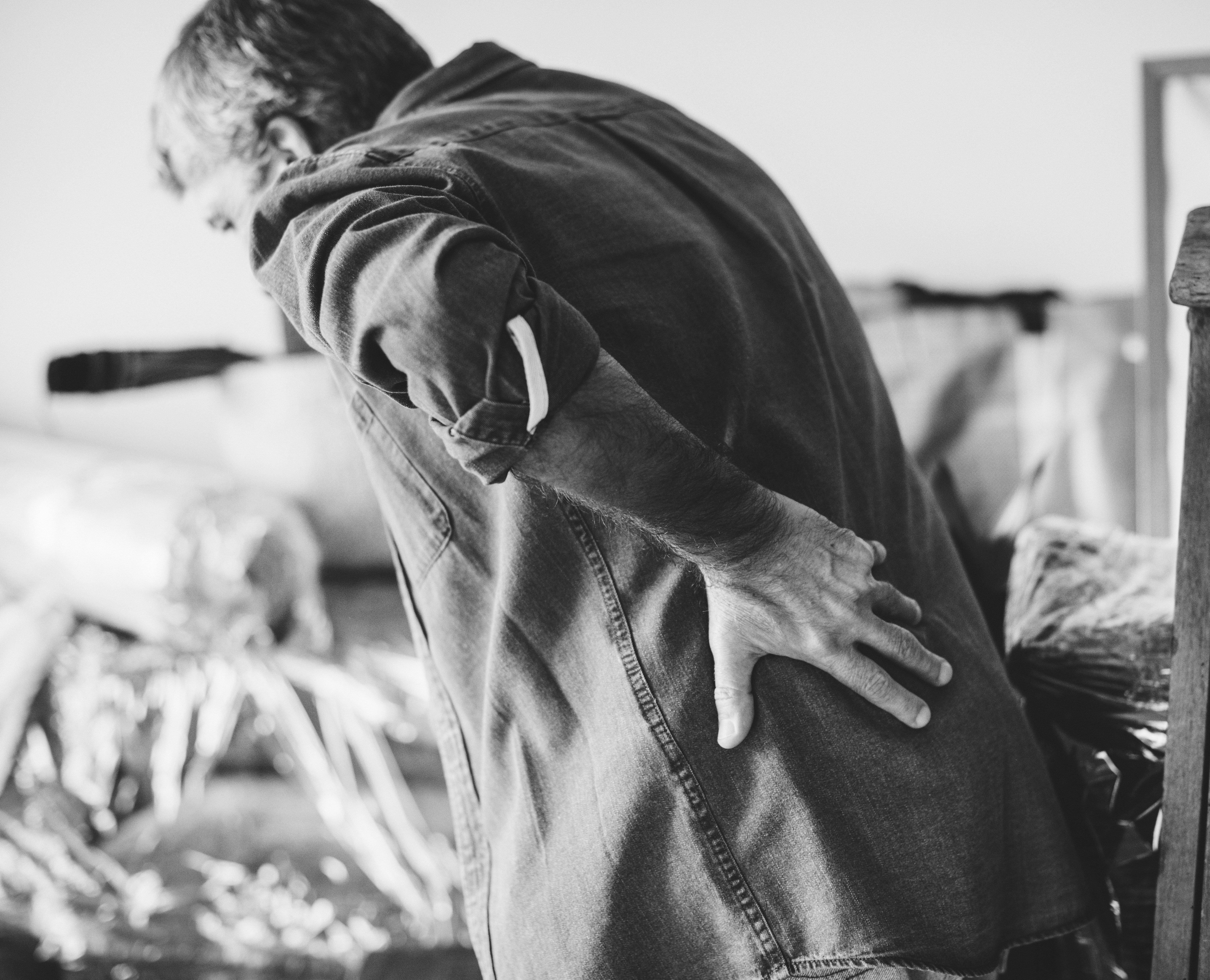 Disease-stricken old man touching his back out of pain. | Source: Pexels