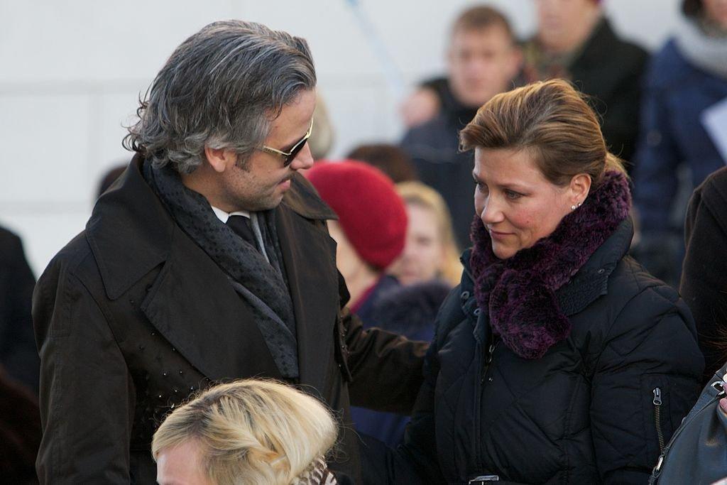 Ari Behn y Märtha Louise en el funeral de Anne-Marie Solberg el 7 de enero de 2011 en Halden, Noruega. | Imagen: Getty Images