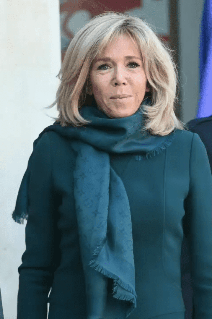 Brigitte Macron avec un léger sourire | Photo: Getty Images