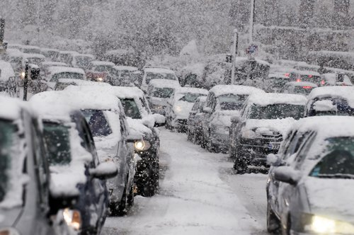 Traffic jam caused by heavy snowfall. | Photo: Shutterstock