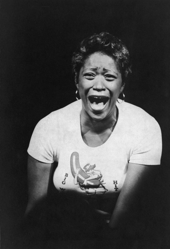 Marsha Warfield shouts as she performs her stand-up comedy routine on stage, October 1979 | Source: Getty Images
