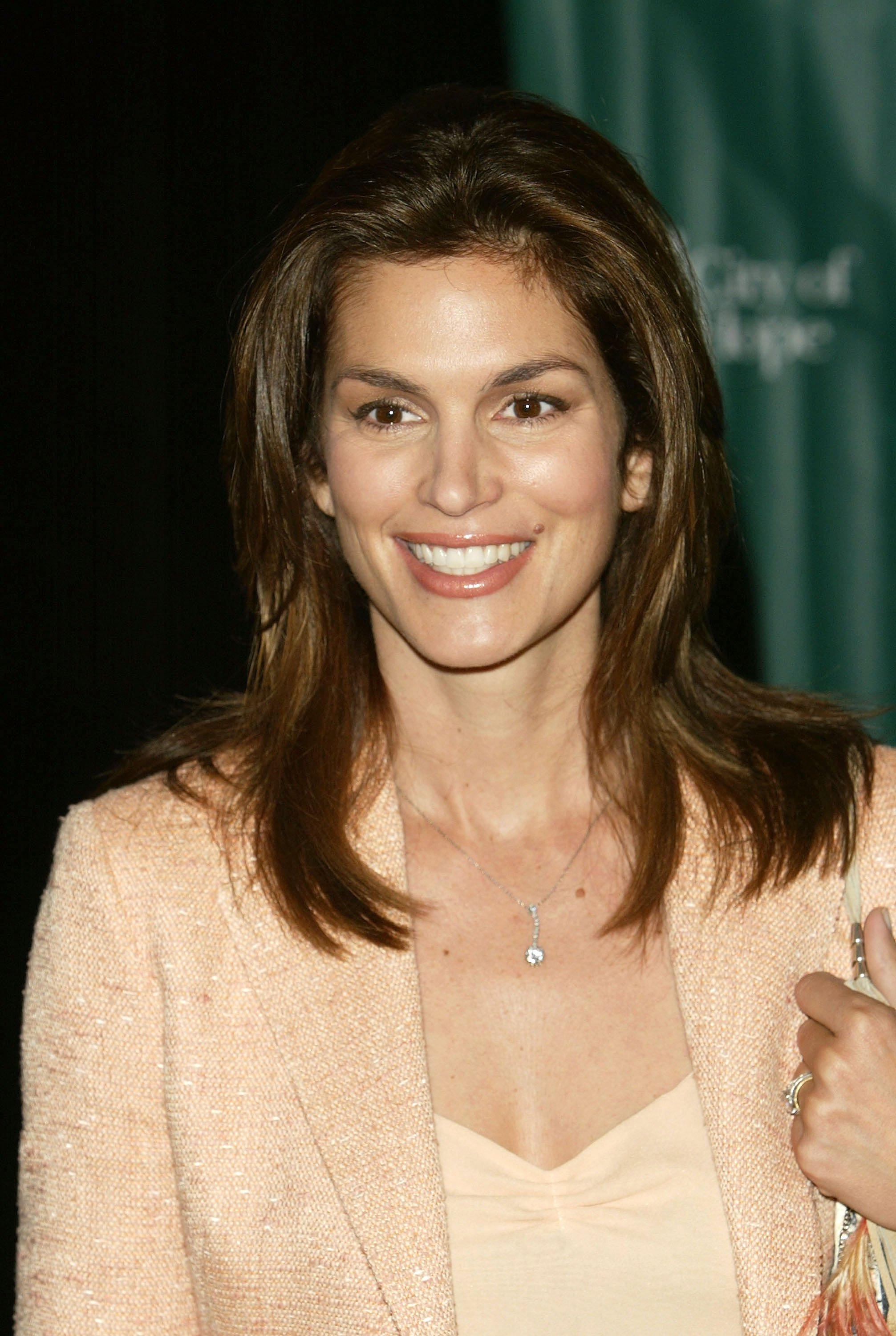 Cindy Crawford attends the City of Hope 2004 Spirit of Life Luncheon where she was named City of Hope's woman of the year. | Source: Getty Images