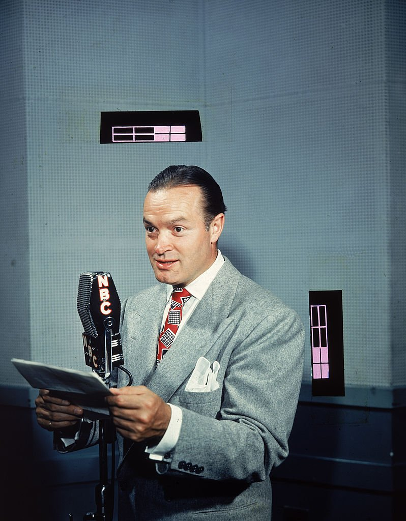 Bob Hope spoke with a script at an NBC radio on January 01, 1940 | Photo: Getty Images