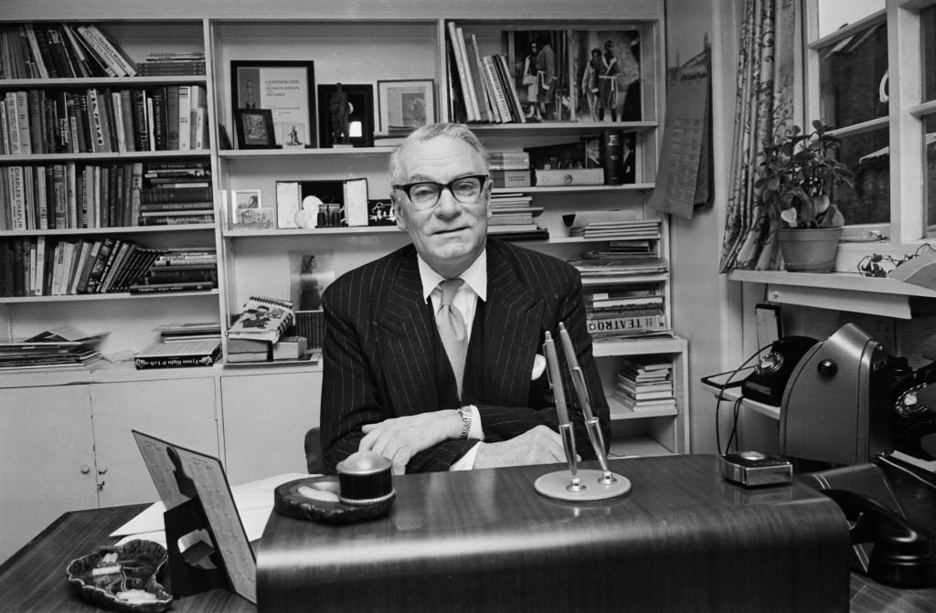 British actor Laurence Olivier (1907 - 1989) in his office, Waterloo, London, UK, 25th January 1968 | Photo: Getty Images