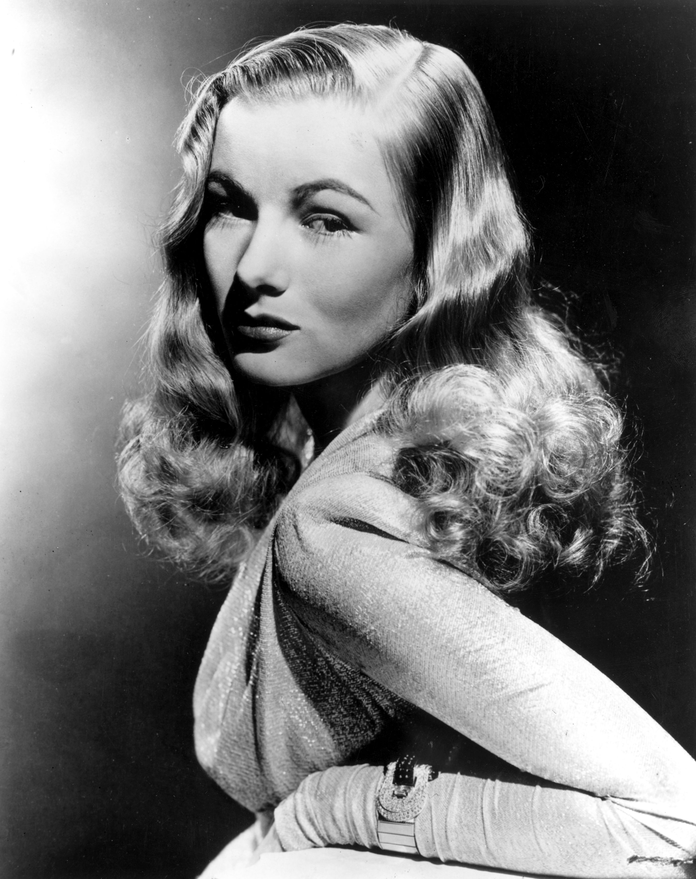 A portrait of the Glamorous actress Veronica Lake on January 01, 1945 | Photo: Getty Images