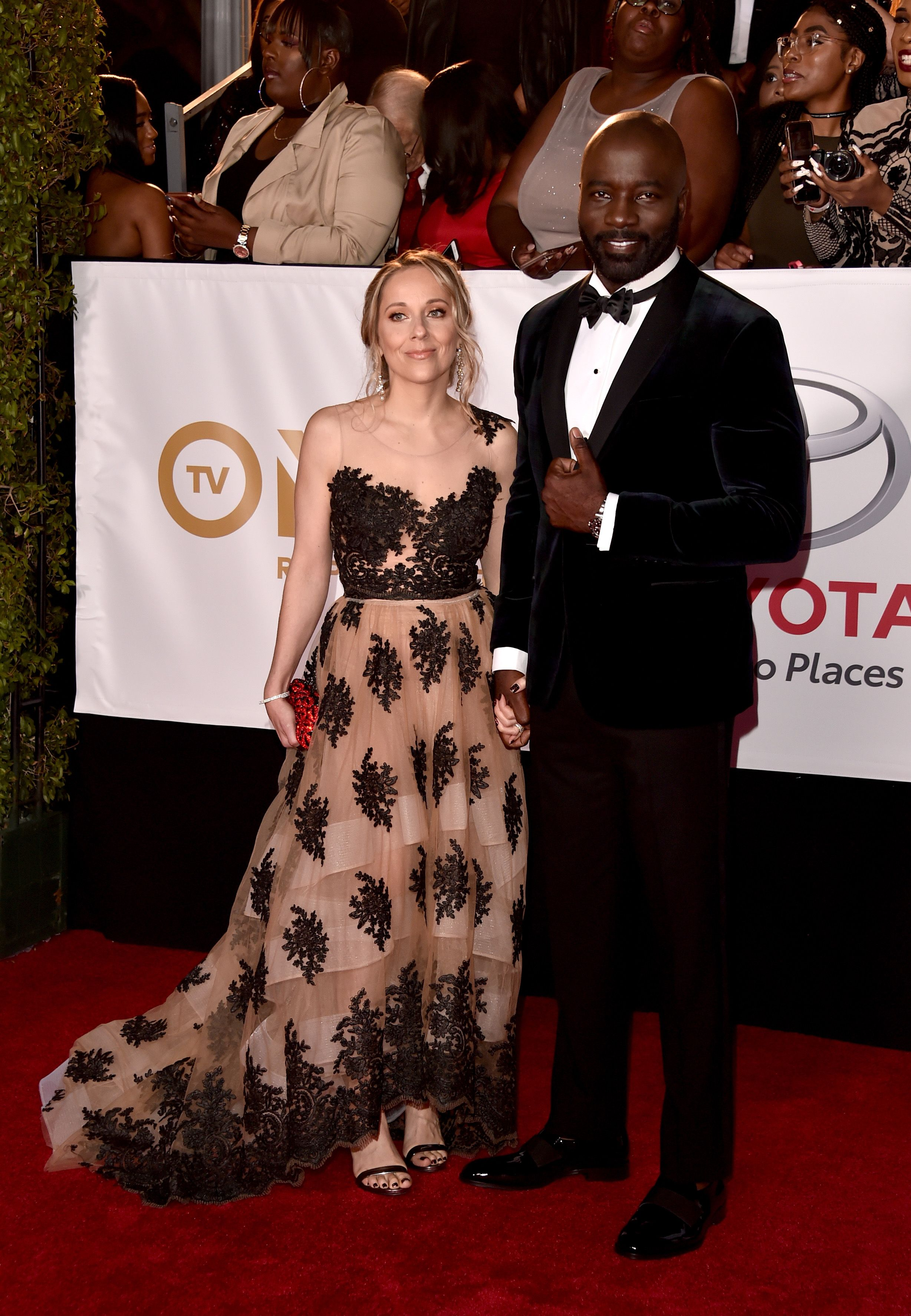 Iva and Mike Colter at the 49th NAACP Image Awards on January 15, 2018, in Pasadena, California | Photo: Alberto E. Rodriguez/Getty Images