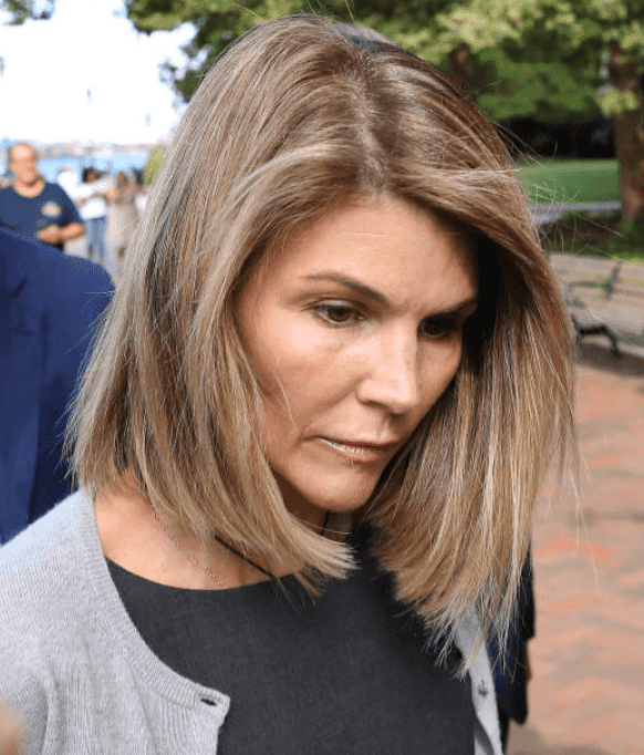 Lori Loughlin followed by cameras with her husband, Mossimo Giannulli, as they leave the John Joseph Moakley United States Courthouse, on Aug. 27, 2019, Boston | Source: Pat Greenhouse/The Boston Globe via Getty Images