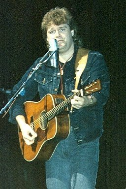 Ricky Skaggs - April 1988. | Source: Wikimedia Commons.