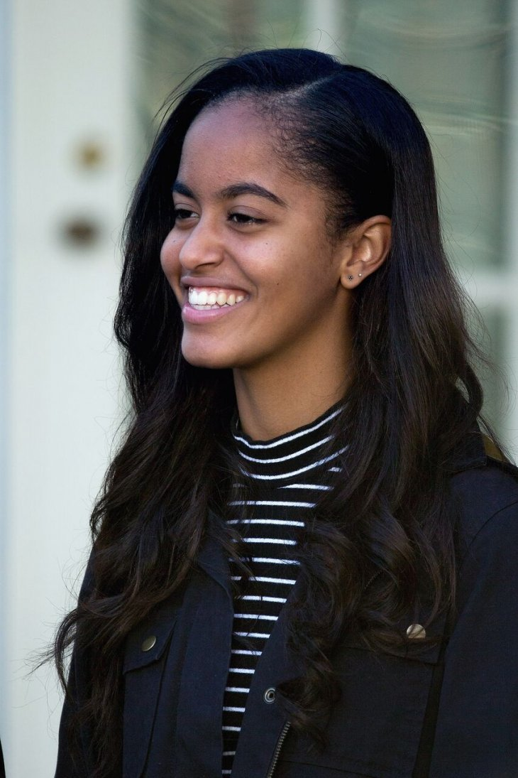 http://www.dailymail.co.uk/news/article-5960505/Malia-Obama-shares-kiss-Rory-Farquharson-strolls-Paris-Beyonce-concert.html?ito=social-facebook