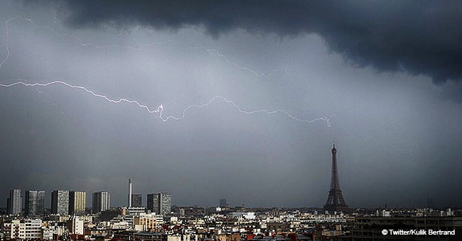 Paris : la foudre frappe le sommet de la Tour Eiffel