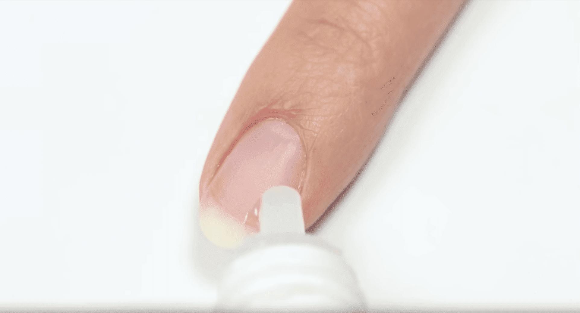 A drop of glue. I Image: YouTube/ HannahRoxNails.