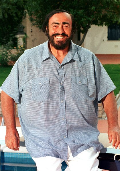 Luciano Pavarotti at his summer residence in Pesaro, Italy in 1998 | Photo: Getty Images