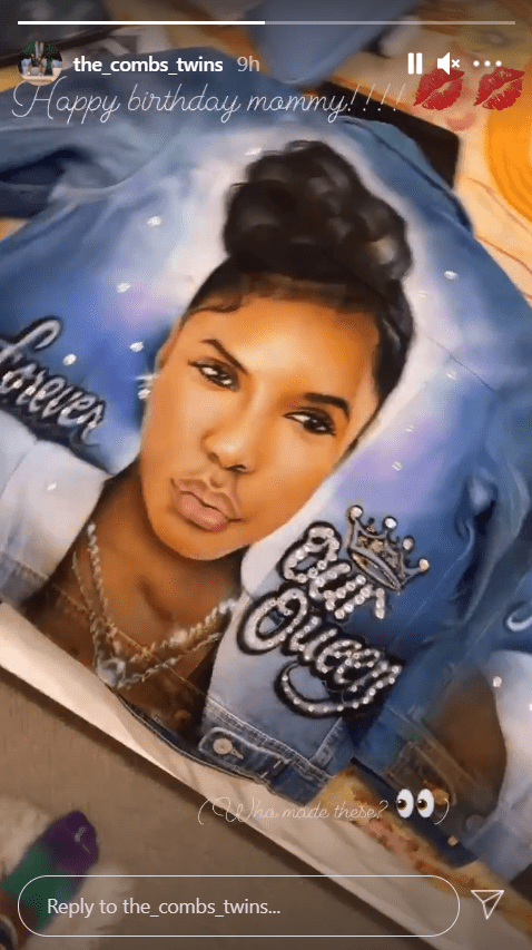 A photo of Kim Porter printed on a denim jacket in honor of her posthumous birthday. | Photo: Instagram/The_comb_twins