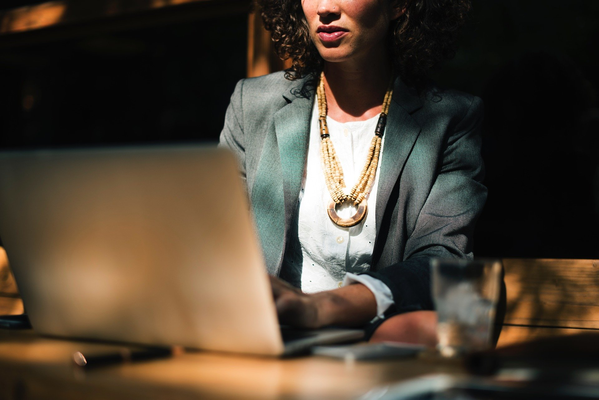 A business woman at work.   Source: Pixabay.