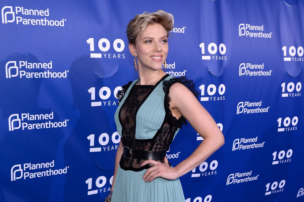 Scarlett Johansson at the Planned Parenthood 100th Anniversary Gala at Pier 36 on May 2, 2017 in New York City | Photo: Getty Images