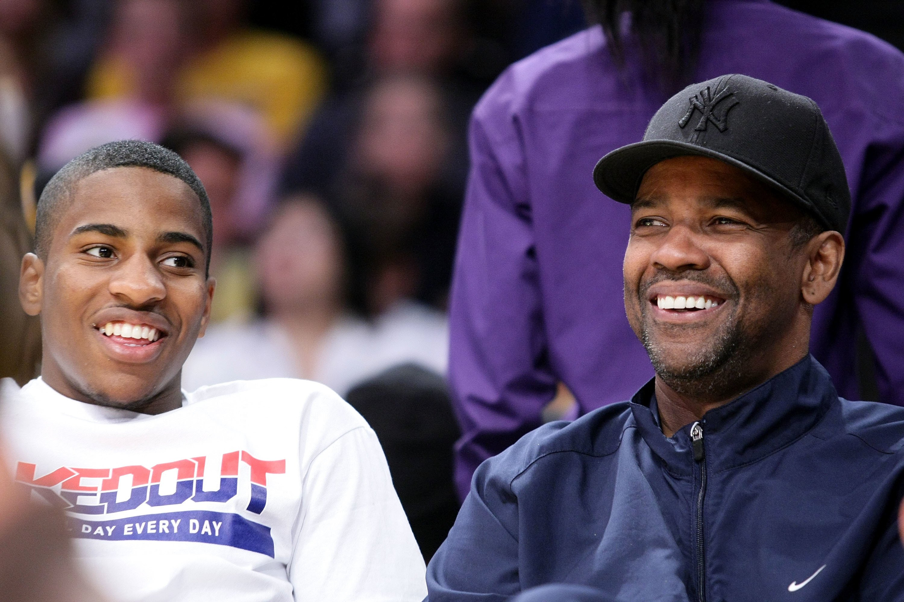 Denzel Washington and son Malcolm at a Los Angeles Lakers game at Staples Center in 2009 | Source: Getty Images