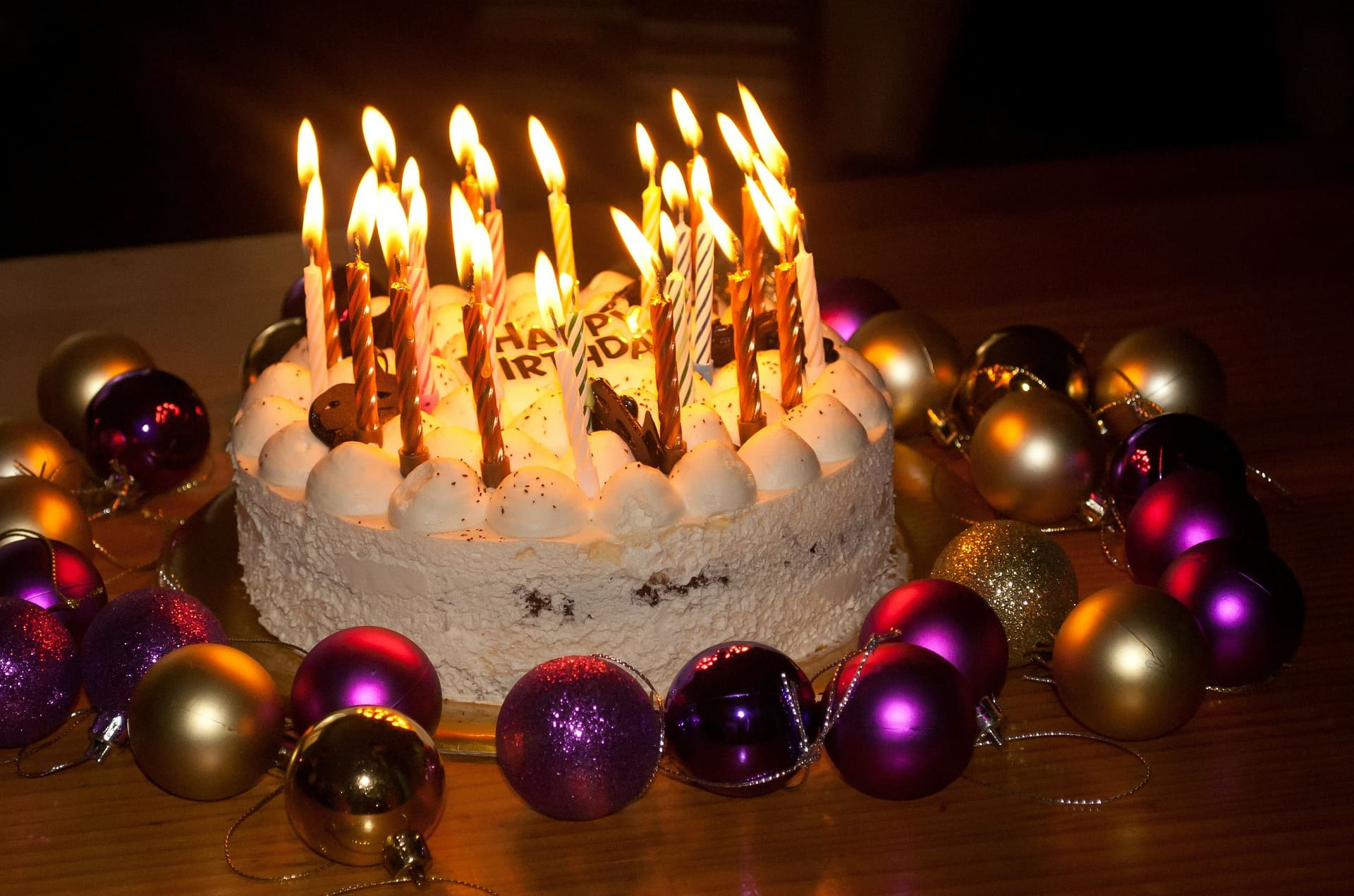 Birthday cake with candles | Source: Pixabay