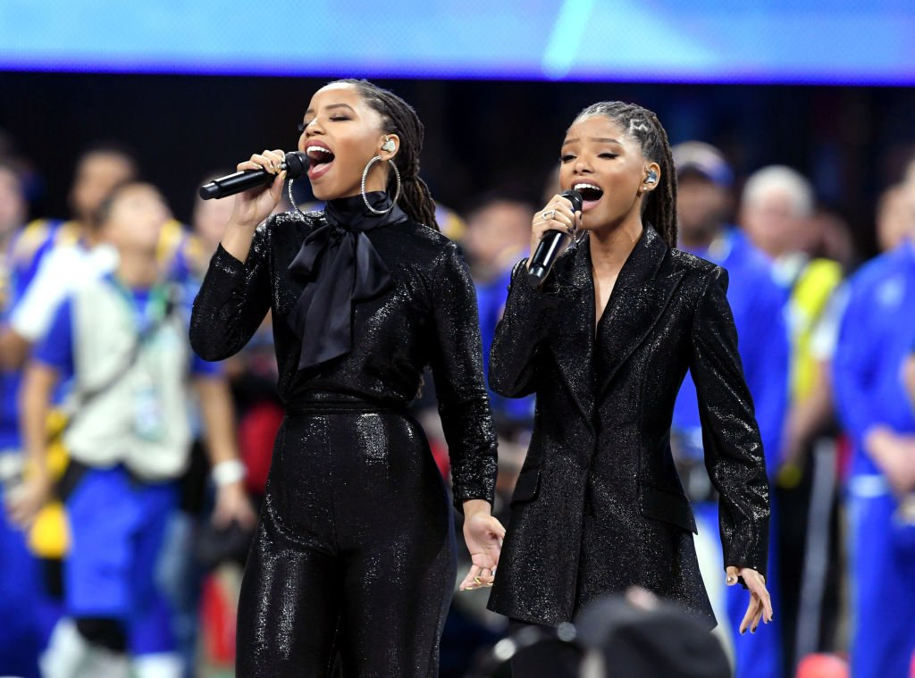 Chloe and Halle Bailey during their 2019 performance in Supebowl LIII. | Photo: Getty Images