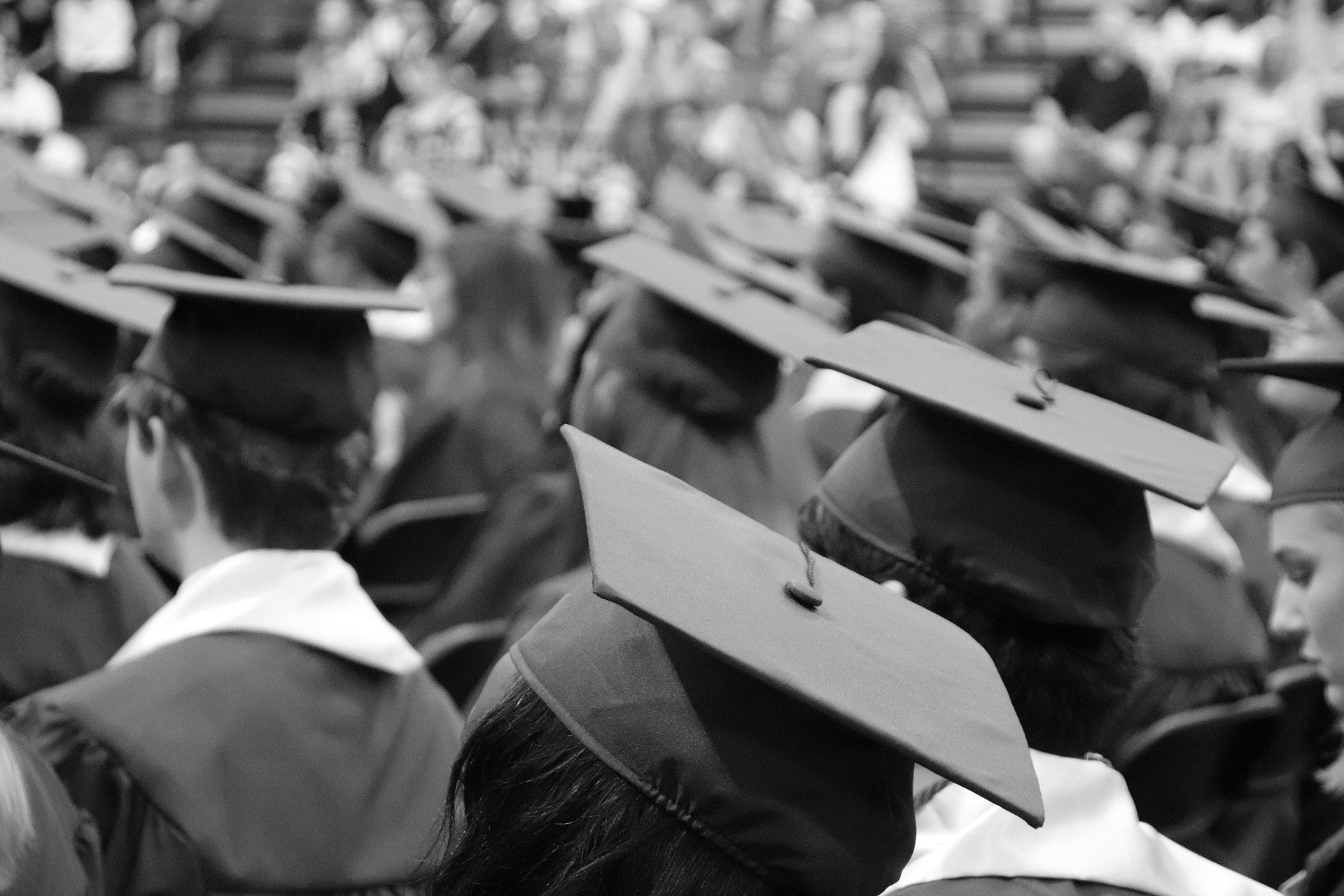 A black and white photo of graduates in their caps. | Photo: Pixabay/ McElspeth