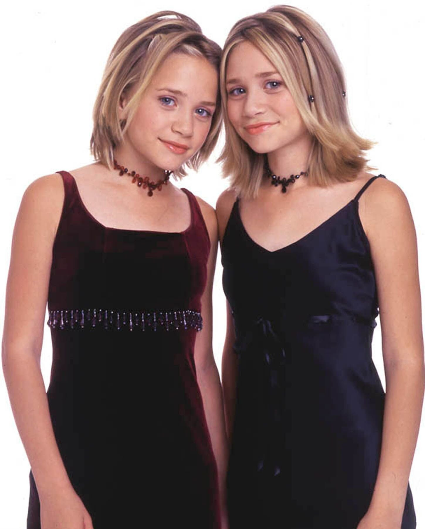 Identical twin actresses Mary-Kate and Ashley Olsen in 2000 | Source: Getty Images