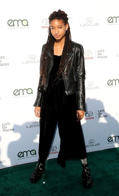 Willow Smith attends the 27th annual EMA Awards at Barker Hangar on September 23, 2017 | Source: Getty Images/GlobalImagesUkraine