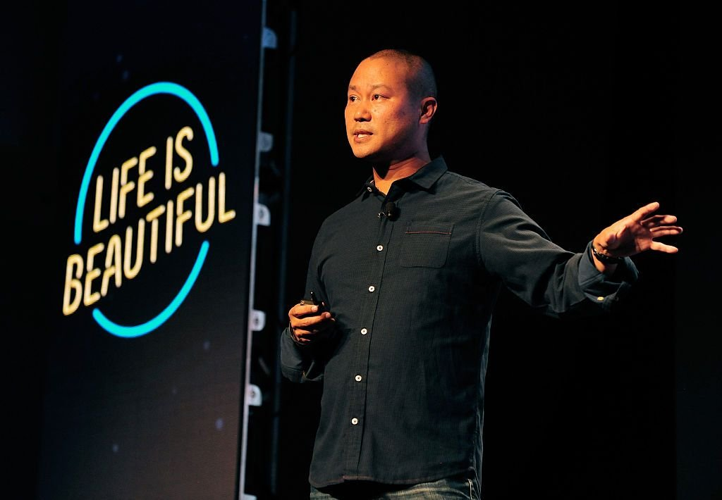 Late Zappos CEO Tony Hsieh speaking onstage during day 1 of the 2015 Life is Beautiful festival on September in Las Vegas, Nevada | Photo: FilmMagic/FilmMagic