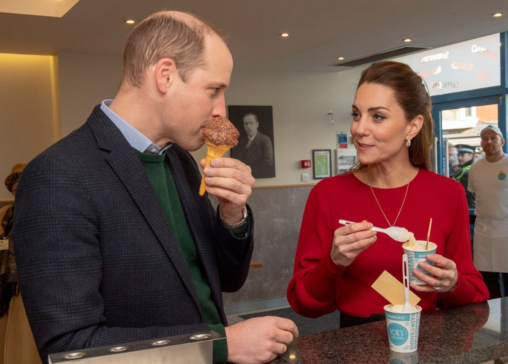 Prince William, Duke of Cambridge and Catherine, Duchess of Cambridge eat ice cream during a visit to Joe's Ice Cream Parlour in the Mumbles to meet local parents and carers | Photo: Getty Images