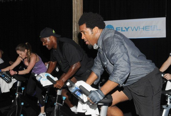 Katy Kellner, former NFL players Derrick Brooks and Dhani Jones attend The Flywheel Challenge at the NFL House hosted by Shannon Sharpe on February 1, 2013 | Photo: Getty Images