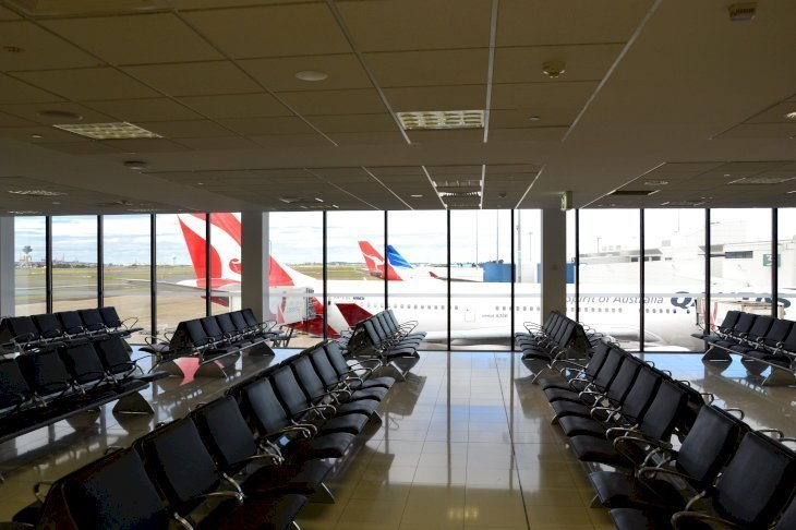 Airport waiting room. | Source: Wikimedia Commons