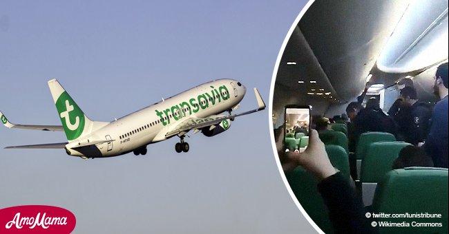 Un passager a forcé un avion à changer d'itinéraire: il a provoqué une panique en tentant de pénétrer dans le cockpit