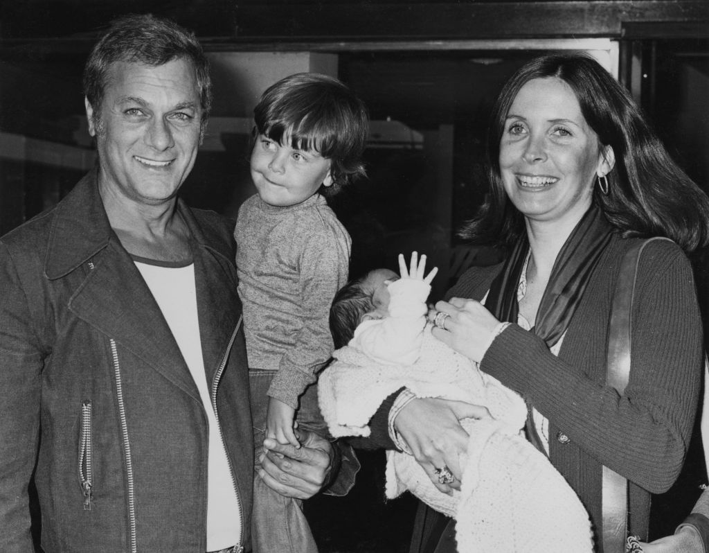 Tony Curtis with his wife Leslie and their sons Nicholas and baby Benjamin at London Airport on June 2, 1973 | Photo:  Monti Spry/Central Press/Hulton Archive/Getty Images