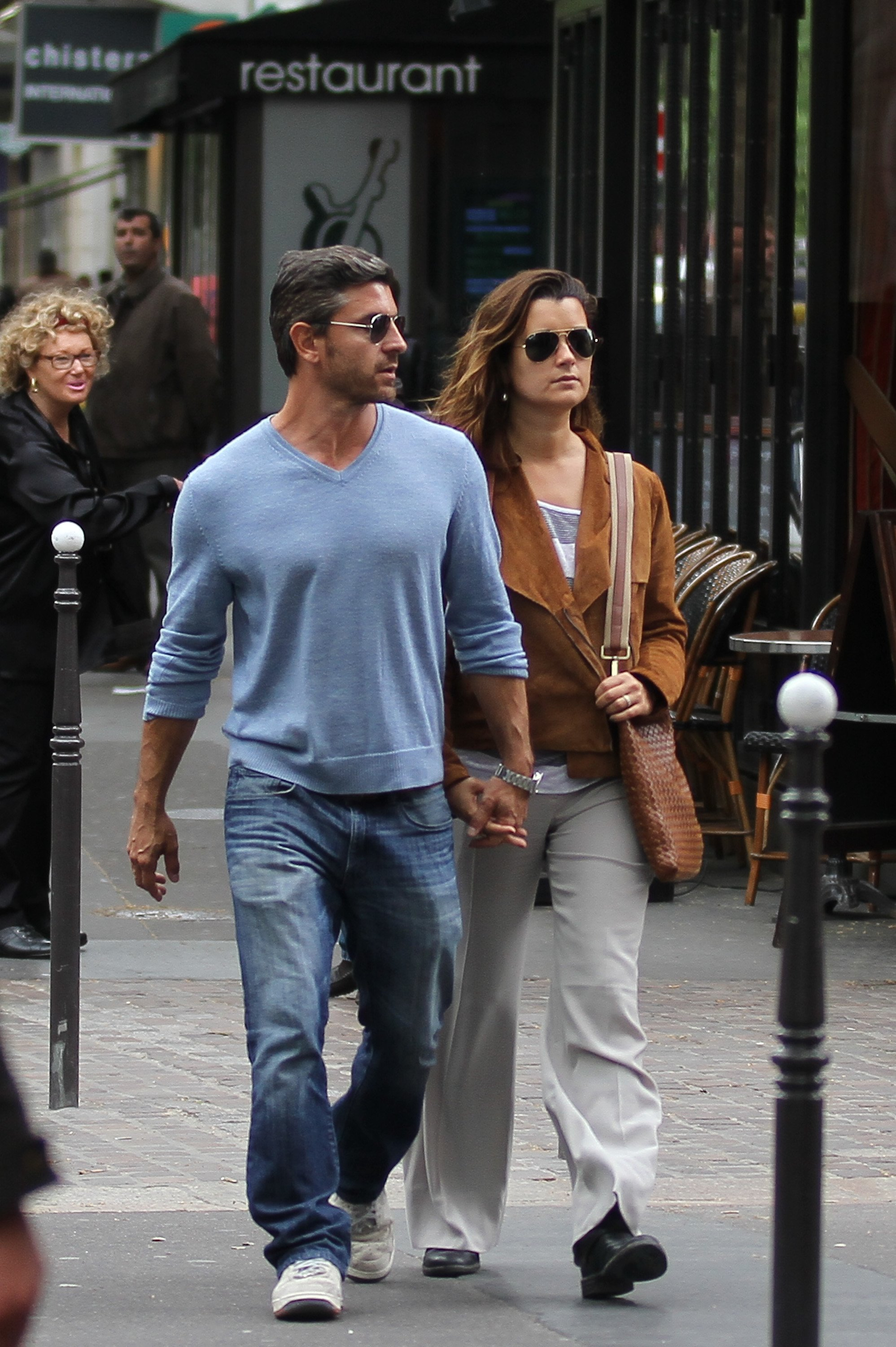 Cote de Pablo and boyfriend Diego Serrano are sighted strolling on 'Rue de Rivoli' on May 9, 2012 | Photo: GettyImages