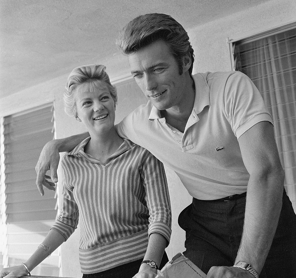 Clint Eastwood with his wife, Maggie Johnson on October 1, 1959 | Photo: Getty Images