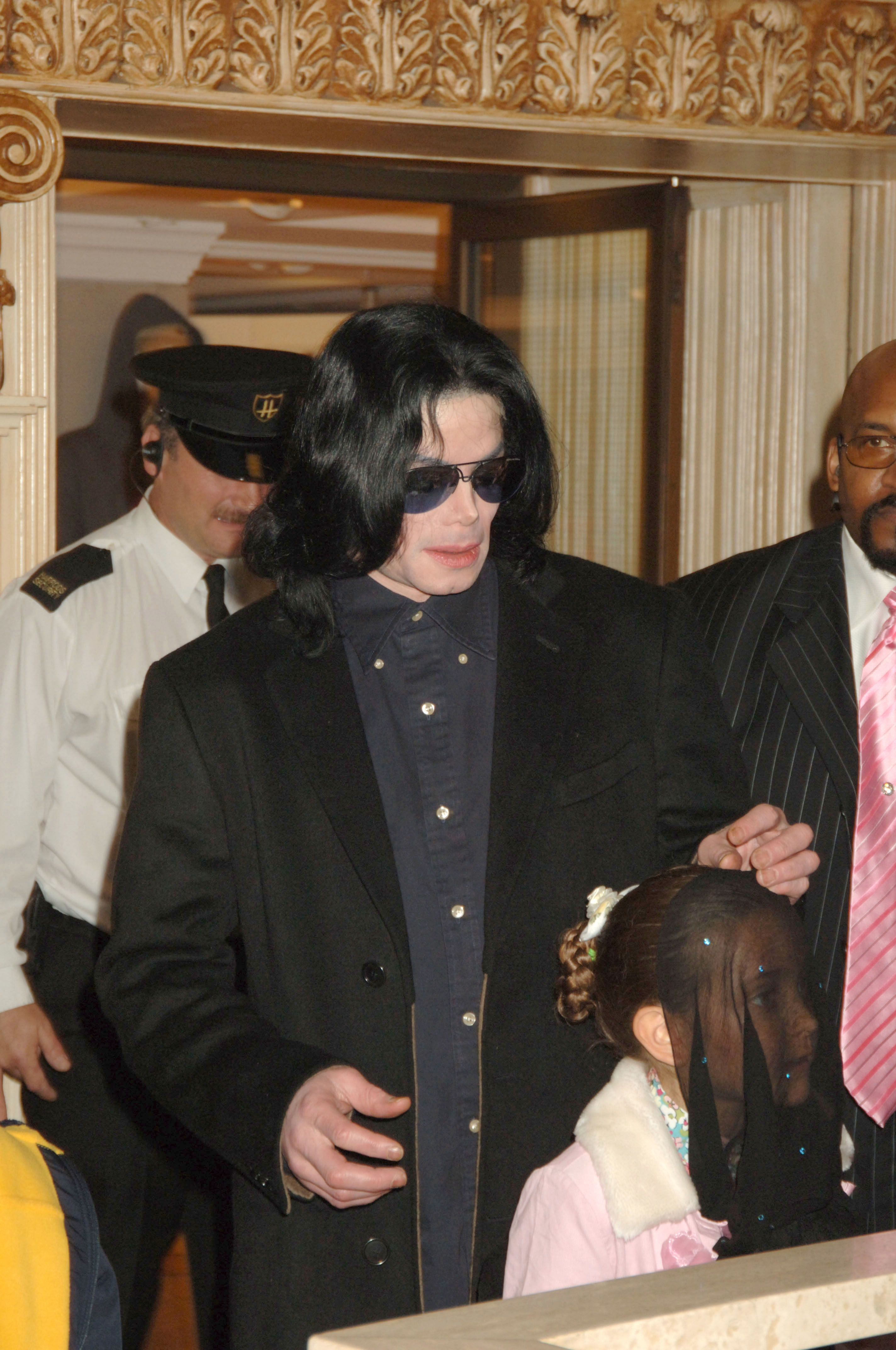 The late Michael Jackson and his daughter, Paris, as they visit Harrods October 12, 2005 in London, England. | Photo: Getty Images