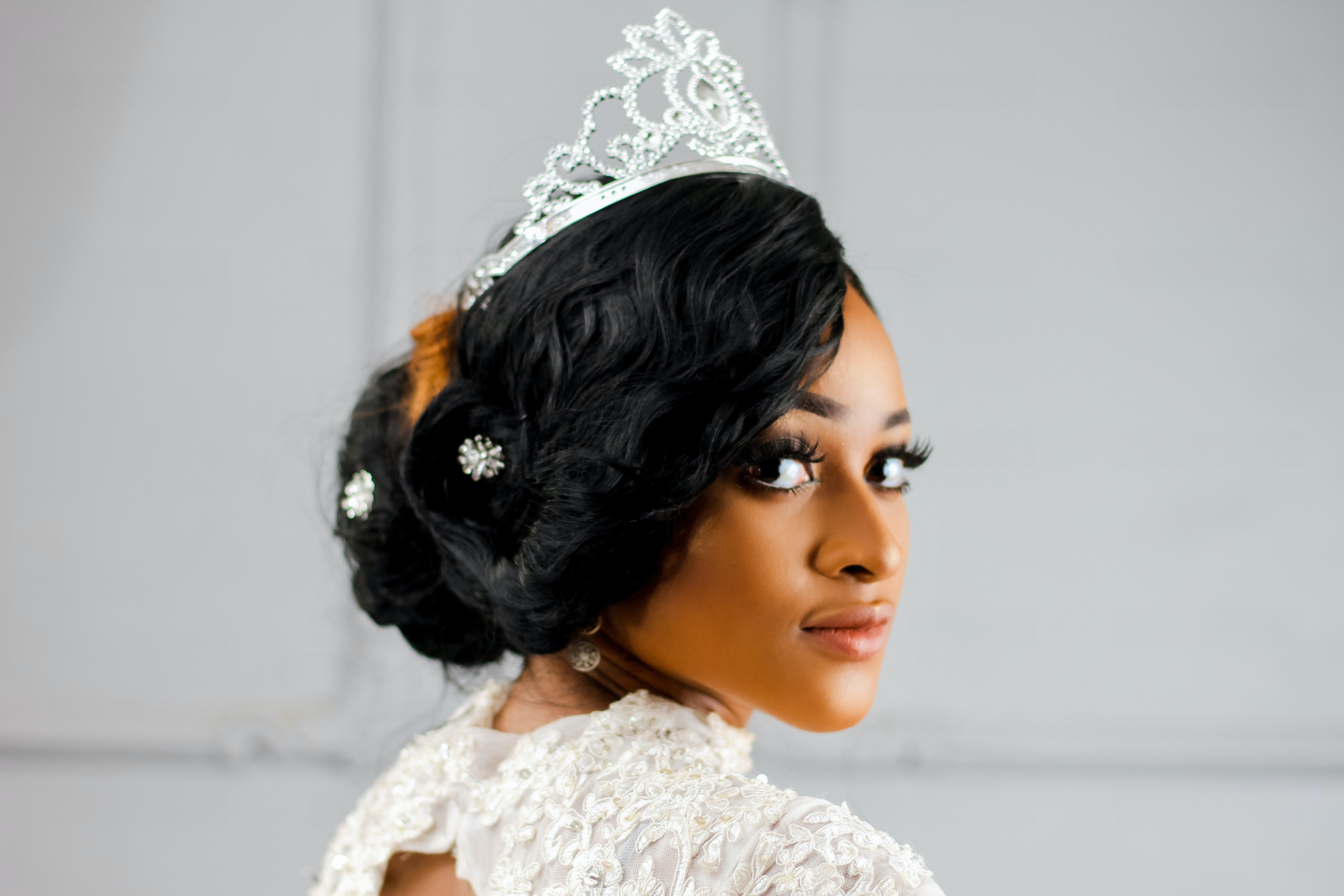 Pictured - A woman wearing a sliver colored crown | Source: Pexels