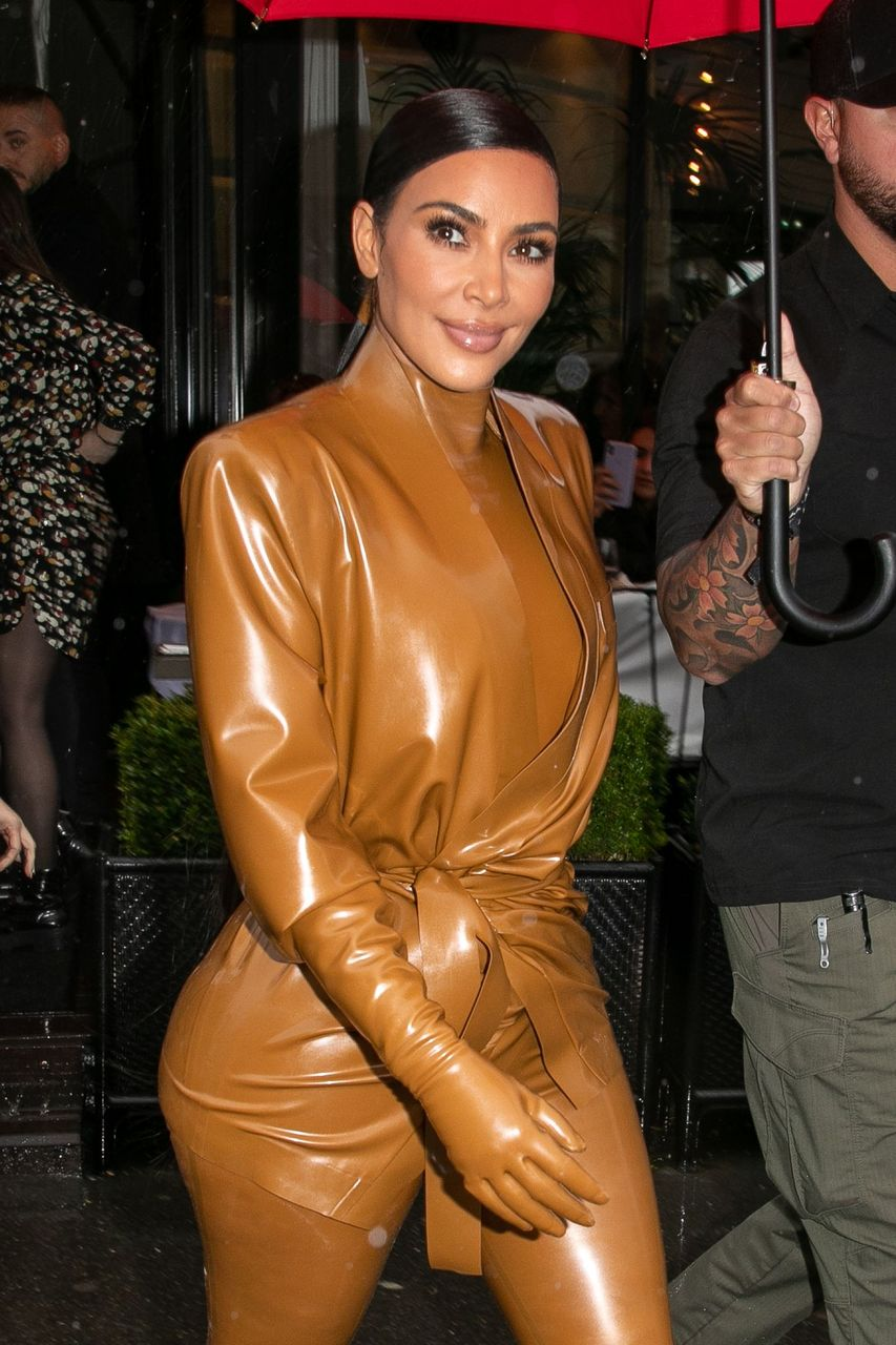 Kim Kardashian West spotted exiting the L'Avenue restaurant on March 01, 2020 in Paris, France.   Source: Getty Images