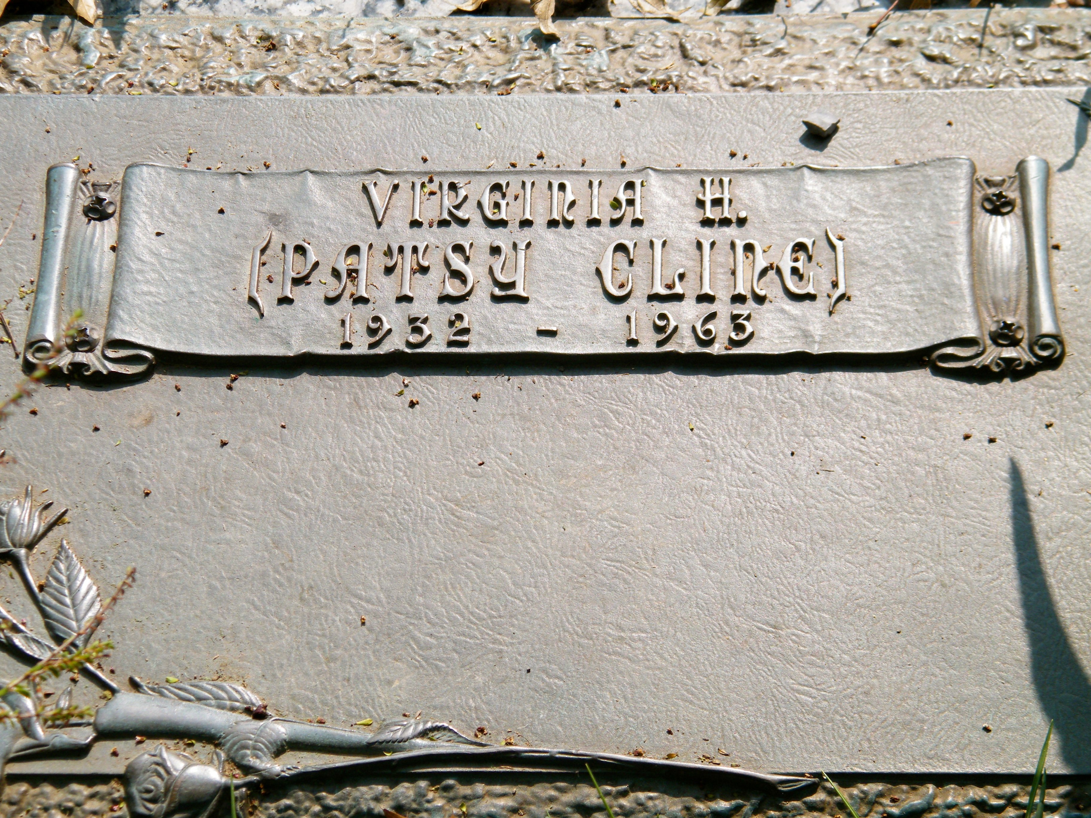 Grave of Patsy Cline - Winchester, Virginia | Source: Wikimedia Commons