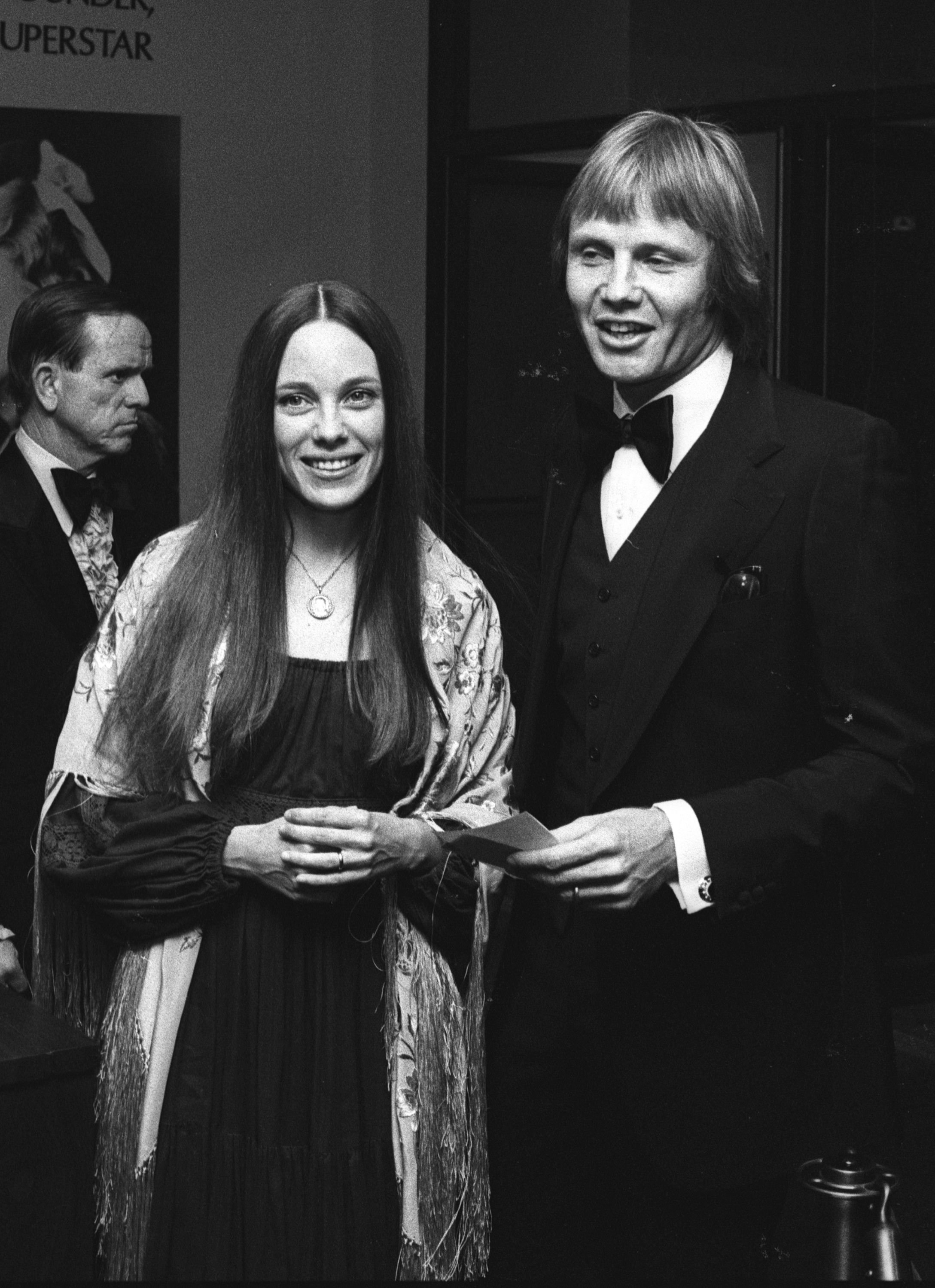 Marcheline Bertrand and Jon Voight at the Beverly Wilshire Hotel, LA at the Publicist's Guild Awards, 1976 | Photo: Getty Images