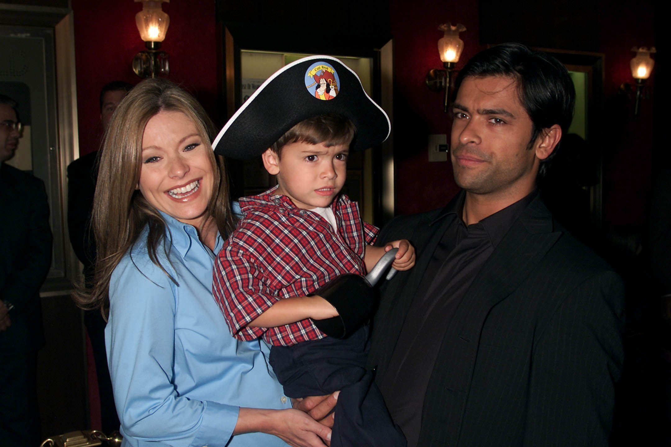 Kelly Ripa and Mark Consuelos with their older son Michael. I Image: Getty Images.